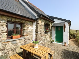 YSGOL HILL, pet-friendly, WiFi, near Fishguard
