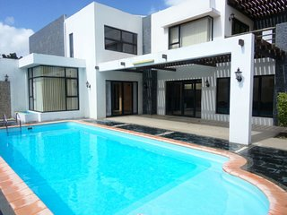 Luxury spacious Villa Calodyne with private pool 2 min from the Ocean