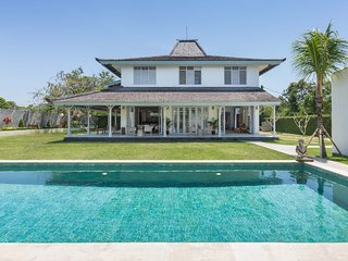 Brand New! Luxury 5BR Villa, Only 6 min to the Jimbaran Beach!