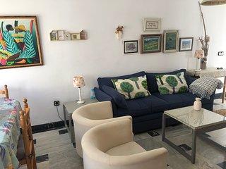 Apartamento en la Plaza de Aguamarga, centrico y a 50m dela playa