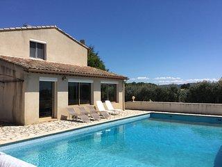 LS2-339 ENVIROUNO - Beautiful rental in Merindol with a view, 10 sleeps.