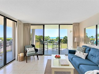 Gorgeous DIRECT Oceanfront Corner Condo - Check It Out!
