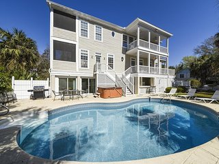 Pet Friendly 6 Bedroom home, 3rd row from the beach! Excellent Vacation Home!
