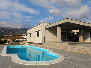3 bedroom Villa with Air Con, WiFi and Walk to Beach & Shops - 5791438