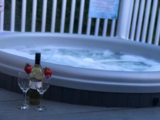 8 Berth, 3 Bedroomed Deluxe Caravan at Tattershall Lakes with hot tub.