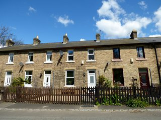 FOOTWAY COTTAGE, pet-friendly cottage with a garden in Stanhope, Ref 14840