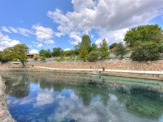 Comal River Condo 353- Sits right on the Comal River- Sleeps 6!
