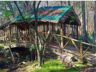 3/2 Rustic Log Cabin Guest House by Stream