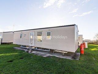 Caravan for hire in Clacton-on-sea, Essex holiday park. ref 28039