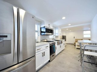 Gorgeous, Modern Home in Prime Location with AC #5