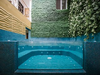 ROMA PARQUE LLERAS 11 BEDROOM POOL JACUZZI BACHELOR PARTY FRIENDLY