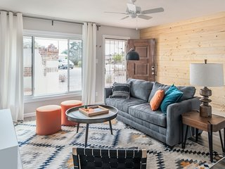 4BR Remodeled Classic near Old Town by WanderJaunt
