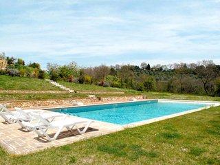 2 bedroom Villa with Pool - 5683944