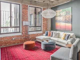 Classy 2BR | Downtown Phx by WanderJaunt (30+ day)