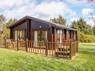 LODGE 88, off road parking, pet-friendly, leisure facilities, open plan, nr