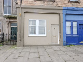 29 TRINITY CRESCENT, WiFi, garden, in Edinburgh