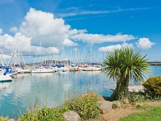 PEACEFUL OASIS IN THE VILLAGE OF HOWTH~MINUTES FROM YACHT CLUB