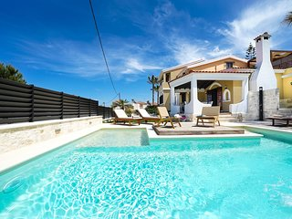 Casa Catalina Villa, 100m From Agia Marina Beach Chania