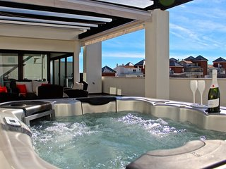 Amazing Penthouse with Jacuzzi on roof terrace!