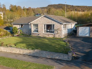 Spacious elevated bungalow with lovely views over Weem Rock - sleeps 8