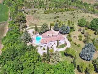 Mas de Luberon, luxury country house 6 bed/6 baths, heated pool,close to Cucuron