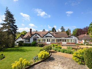 The Sheriff House, large holiday home in Wroxham, Norfolk Broads 9-16 people
