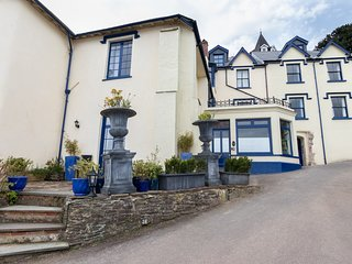 BAYVIEW TERRACE, Sea views, WiFi, Enclosed garden, Lynton