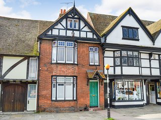 Westgate House · Fabulous 4 bedroom period  house, city centre ref#417