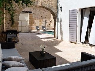 Maison de caractere (Meuble de Tourisme 4****) piscine dans le centre historique