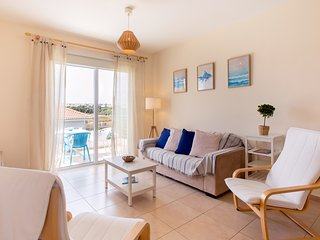 Sunny & Cozy - 2 Bedrooms Holiday Apartment near Sea - Mythical Sands Resort