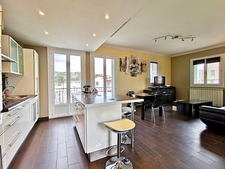 2BR apartment 'RAY OF LIGHT', free wifi, balcony, A/C
