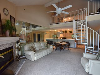 * Great for Shoppers & Golfers *3 Bdrm-2 Bath*** Sleeps 12*Free Wifi