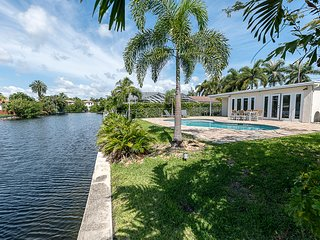 Luxury 5BR Home Great Location 5 Min from Beach