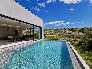 Villa 'LE MILLESIME', private pool, free wifi, A/C, sea view