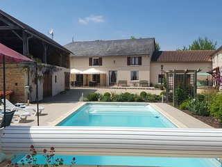 Grande Maison des Tournesols, heated private pool, sleeps 11