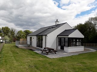 Lakeview Lodge, stunning house with access to jetty and slipway, on working farm