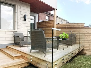 Brand new 2 bedroom - private deck and backyard.