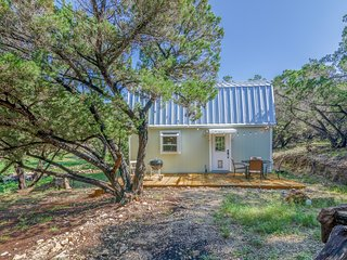 Juniper Hollow 1/1.5 cottage on 2.25 acres close to Canyon Lake/Guadalupe River