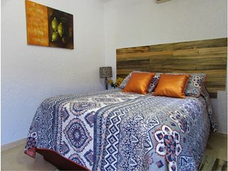 Best Deal! Cozy remodeled condo, marina area, WIFI