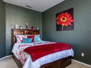 Red Oak Murrieta, Private Queen 'B' Bed, Shared Bath