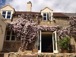 Cotswolds Cottage - with great views and walks