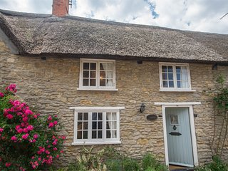 DC148 Cottage situated in Burton Bradstock