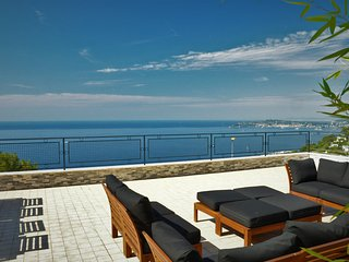 SKYLINE Penthouse Apartment Cap-D'ail, border of Monaco