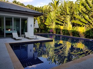 Family Villa walking distance from Bangtao Beach