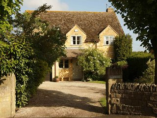 Woodside is an elegantly furnished property in the Cotswold village of Mickleton