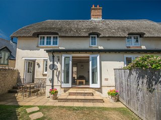 DC147 Cottage situated in Lulworth Cove