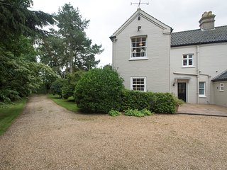 75100 House situated in Brancaster (4mls S)