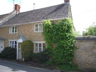 DC207 Cottage situated in Beaminster
