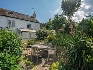 DC155 Cottage situated in Charmouth