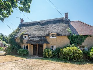 DC164 Cottage situated in Coombe Keynes